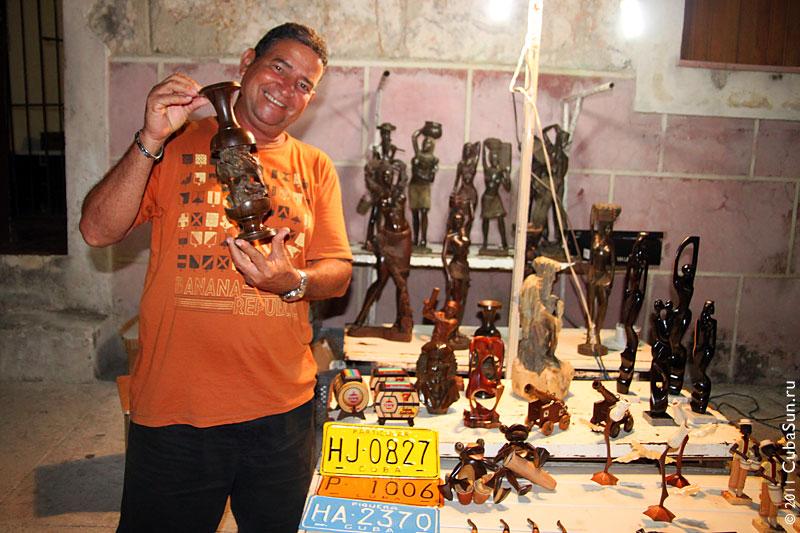 Скульптор Альберто Наварро.