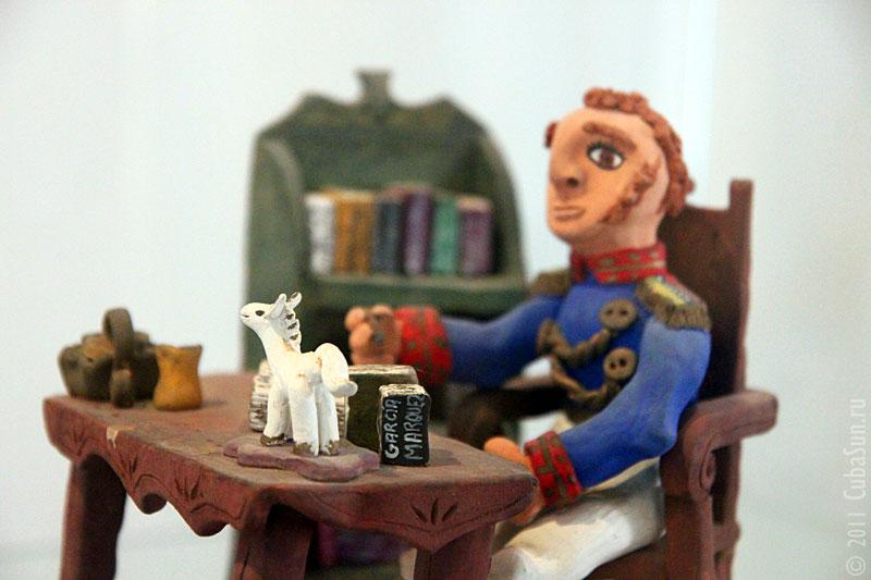 Генерал Боливар за рабочим столом.