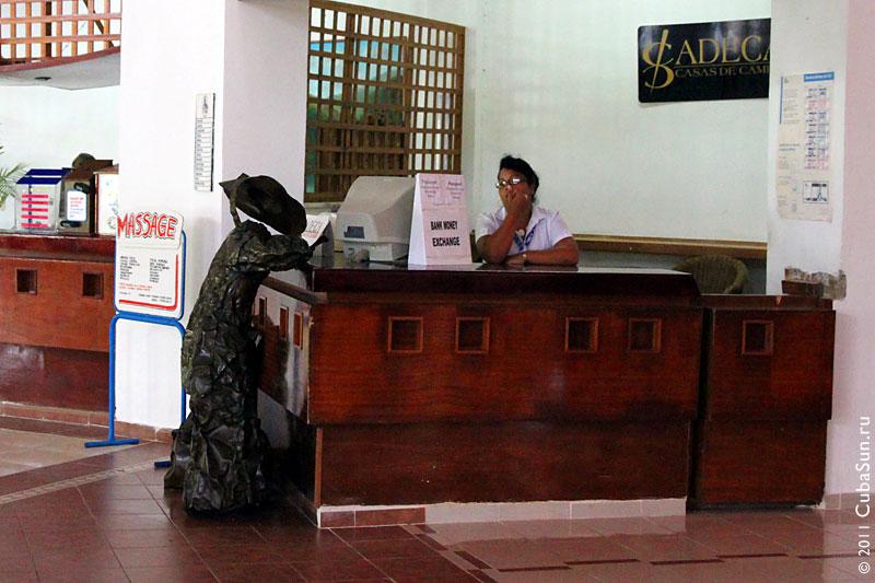 Медный посетитель отеля на Варадеро.