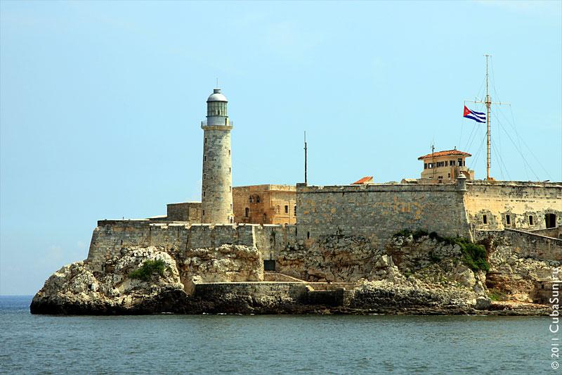 Крепость эль Морро (Castillo de los Tres Reyes del Morro, El Morro) в Гаване.