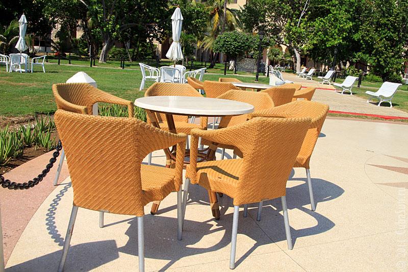Гостиница Националь в Гаване: кресла на веранде гостиницы.