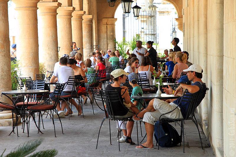 Уличное кафе на Plaza de Armas.