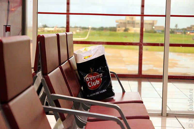 Кубинский ром лучше всего покупать в Дьюти Фри перед посадкой в самолёт.