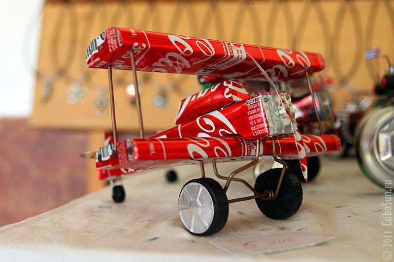 Самолёт из банки Кока-Колы.