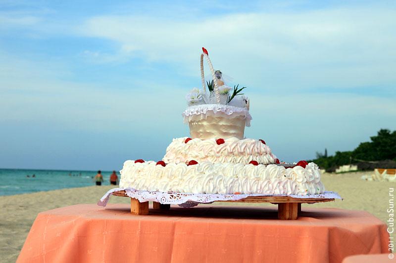 Пора к делу, свадебный торт ждёт!